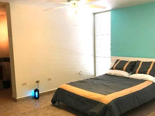 Bright unit with AC, WiFi & BBQ in Combate near Beaches ★ Great for Families!
