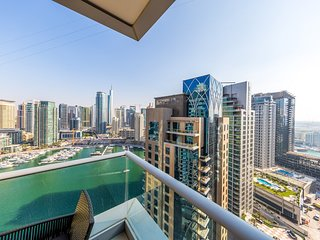Astonishing apartment with the marina view!