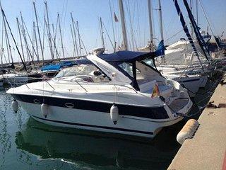 Acogedor motor yacht en el Port Forum de Barcelona