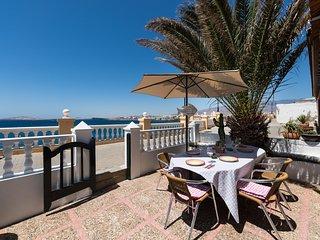 Romántica casa en frente la playa de Taliarte, 3 habitaciones,....