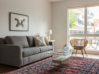 Sonder | Mountain View Suites | Serene 1BR + Pool