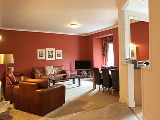 Castle Suite 6, St Andrews, 3 Bedroom Apartment, Sleeps 8, With Leisure Faciliti