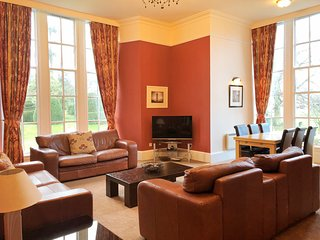 No 3 Carrick, 2 Bedroom Apartment, Sleeps 6, With Leisure Facilities & Pool