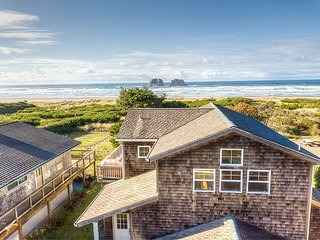 TWIN ROCKS HAVEN - NEW OCEANFRONT LISTING-Gorgeous views of the Pacific Ocean
