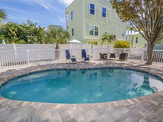 STEPS TO THE BEACH, TROPICAL BEAUTY COCONUT COTTAGE, 2 BR PET FRIENDLY