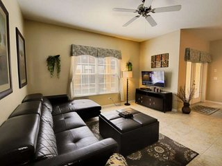 8960 Paradise Palms, Superb 4 Bedroom House with a Pool and Sauna