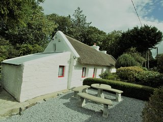Cottage Mary Rose, 18th century Thatched Cottage,