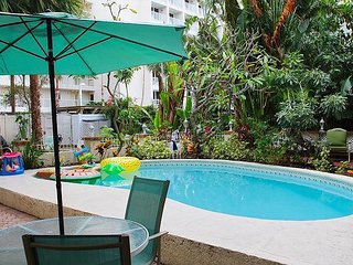 Treasure Island Beach with Pool, Grilling and WiFi Sleeps 12