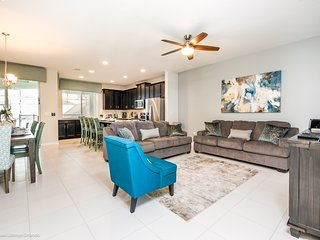 Lovely 4BR 4.5Bth Solara Resort Townhome with Private Splash Pool