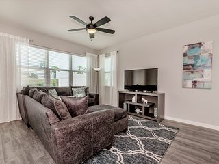Lovely 4BR 3.5Bth Compass Bay Resort Townhouse w/Gameroom 15 minutes to Disney