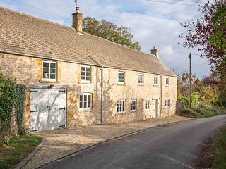 The Old Forge is an exquisite property located in the village of Maugersbury