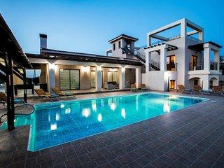 Paphos TOP luxurious Villa above Coral Bay