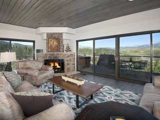 New! ONE OF A KIND-Breathtaking Views Overlooking Lake Dillon/Mountains. Private