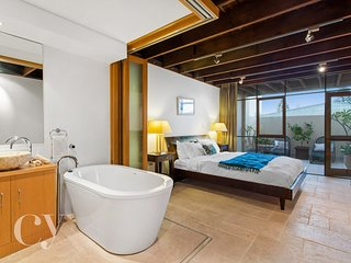 Main Bedroom with ensuite and bath tub