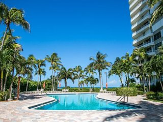 Beachfront 3 Bed End Unit, Best Views on Marco in Prestigious Summit House!!