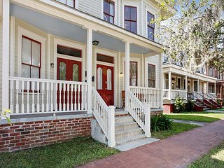 Anderson Quarters: Beautiful Home in East Victorian District – Walk to Dining