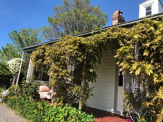 Clarence Cottage  - 259 Bevic Road Clarence Point  TASMANIA