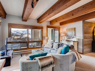 Mountain Views from this Plaza Condo - Sleeps 6