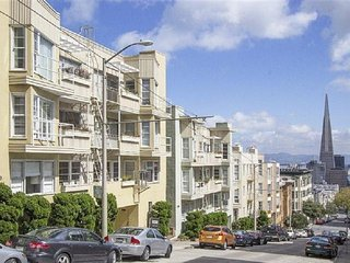 CITY & BAY VIEWS-POLK GULCH 1BR