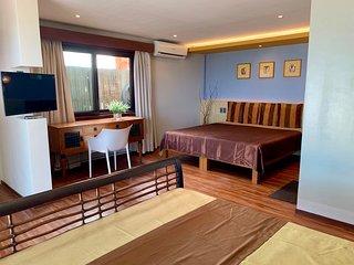 Alvarado (Room for 4 - Beachfront)