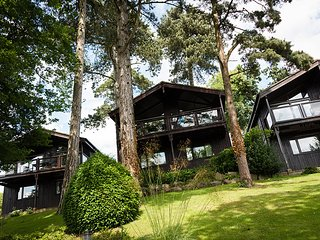 A detached timber lodge with Lake Views, available XMAS week 23rd Dec -30th Dec