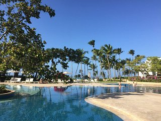 Galtero- Dorado Beach Resort- close to beach+pools