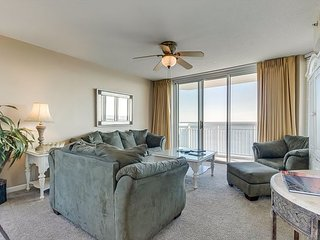 Luxury oceanfront condo - full kitchen, private balcony, indoor/outdoor pools