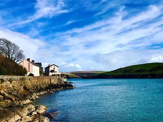 kinsale, 3 Bed house, 2 bathrooms, sleeps 8, Ocean views from the property