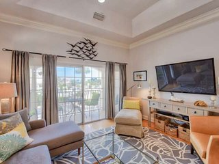 Breezy Beach Condo steps to Beach, Pool and Tennis, 7 mi. to Old City, Free Attr