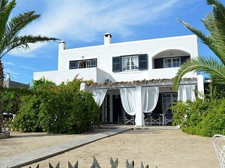 Spectacular Villa With Sea Views Near The Beach