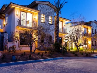 Palmilla - New Contemporary Penthouse Villa