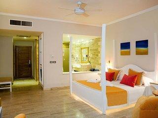 Luxury Ocean-view Junior Suites at 5 Star All-Inclusive Resort