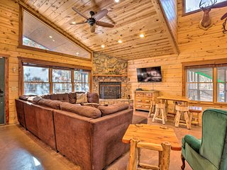 NEW! Broken Bow Cabin w/Hot Tub-by Beavers Bend