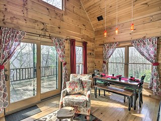 NEW! Cozy Beech Mtn Cabin w/180 Views-by Skiing!