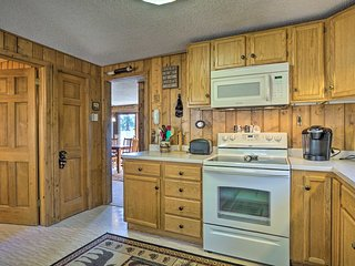 Estes Park Cabin - 5 Min. to Downtown + RMNP!