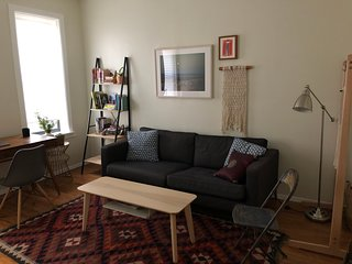 Cozy One-Bedroom Apartment in Vibrant Crown Heights