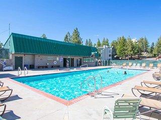 NEW LISTING! Stylish dog-friendly condo w/shared pool and hot tub - near lifts