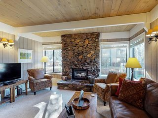 Cozy alpine retreat nestled in the aspen, a short stroll to Sun Valley Village!