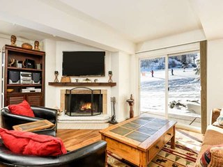 Snowmass Mountain Out Your Back Door! Large Patio, Fireplace, Parking, Outdoor H
