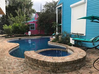 5 BR-Sleeps 10! Best location next to French QT!!
