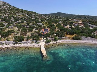 Tkon Holiday Home Sleeps 5 with Air Con and WiFi - 5468378