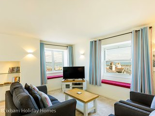 Bay View - Super deluxe modern apartment with 2 en-suite bedrooms, sea views & d