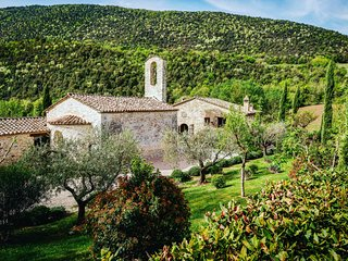 Chiesa Del Carmine, Luxury Umbrian Villa Sleeps 14, 20 mins from Perugia