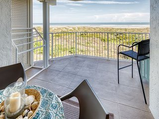 Oceanfront with 3 bedrooms 2 bathrooms located At Colony Reef Club 1302