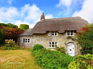 LYCHGATE COTTAGE, sleeps 4, dog friendly, thatched cottage, Osmington