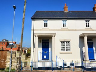 ASHWOOD, WiFi, gated Parking, 3 bedrooms, in Brewers Quay Weymouth