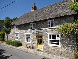JASMINE COTTAGE OSMINGTON, thatched cottage, sleeps 4, off road parking