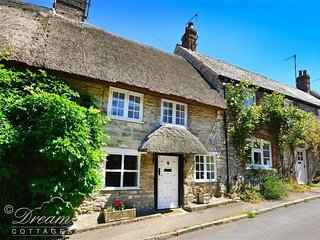 HONEYBUN, WiFi, Sleeps 4, Thatched cottage, Weymouth