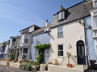 OLD HARBOUR TOWNHOUSE, Sleeps 6, garage, central location, WiFi, Weymouth