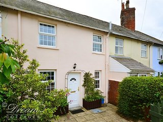 PIPPINS COTTAGE, Rural cottage, sleeps 3, dog friendly, Dorchester